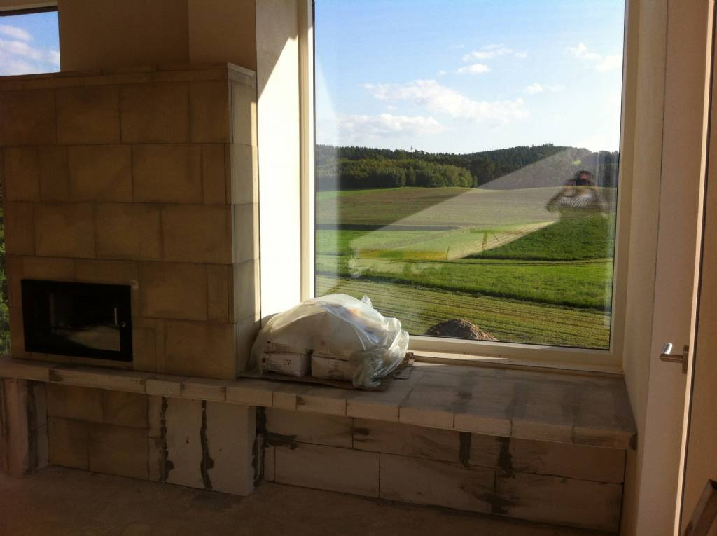 Fensterbank zum sitzen knstlerak franz horst freunde am fenster eine frau ihr hund sitzen dann - Fensterbank zum sitzen bauen ...