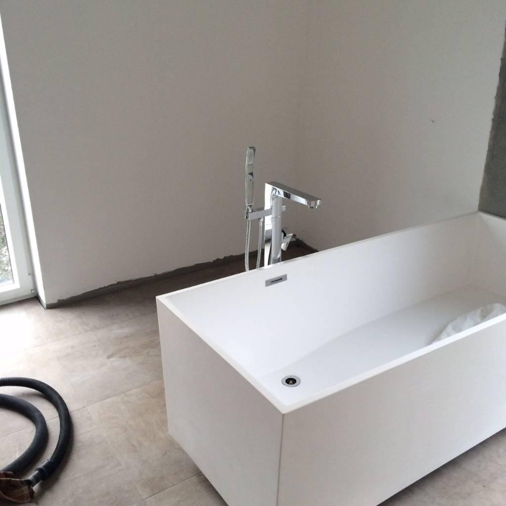 freihstehende badewanne aus sanit racryl forum auf. Black Bedroom Furniture Sets. Home Design Ideas
