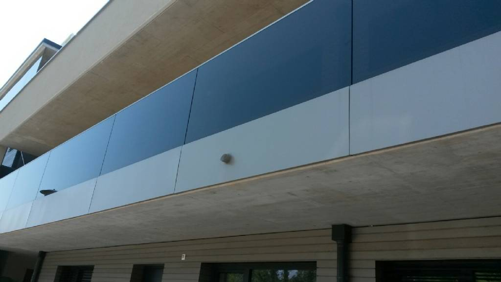 entw sserung balkon bei ganzglasbalkon bauforum auf. Black Bedroom Furniture Sets. Home Design Ideas