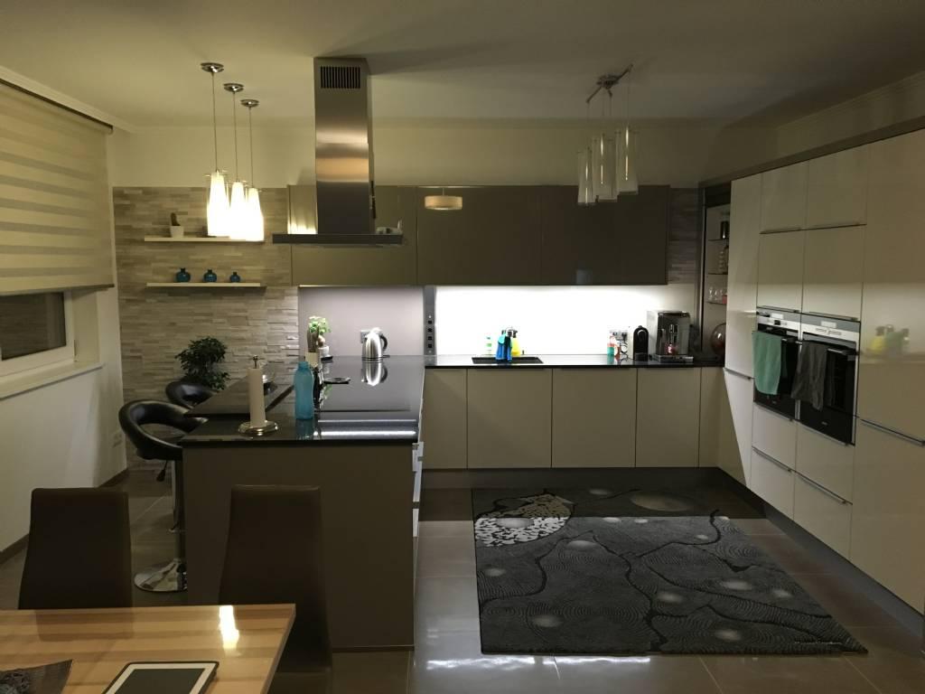welche k chen arbeitsplatten habt ihr seite 2 bauforum auf. Black Bedroom Furniture Sets. Home Design Ideas