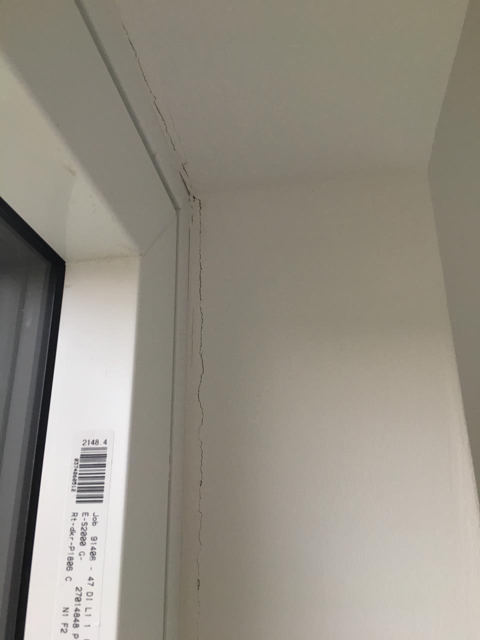 Risse In Der Fensterleibung Entlang Der Apu Leiste Bauforum Auf Energiesparhaus At